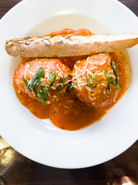 Lucco Cucina + Bar